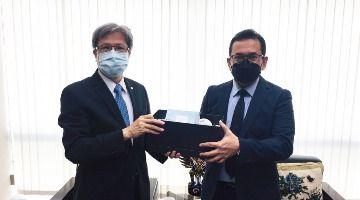 Professor Chen-Jai Lee paid a visit to Mr. Budi Santoso