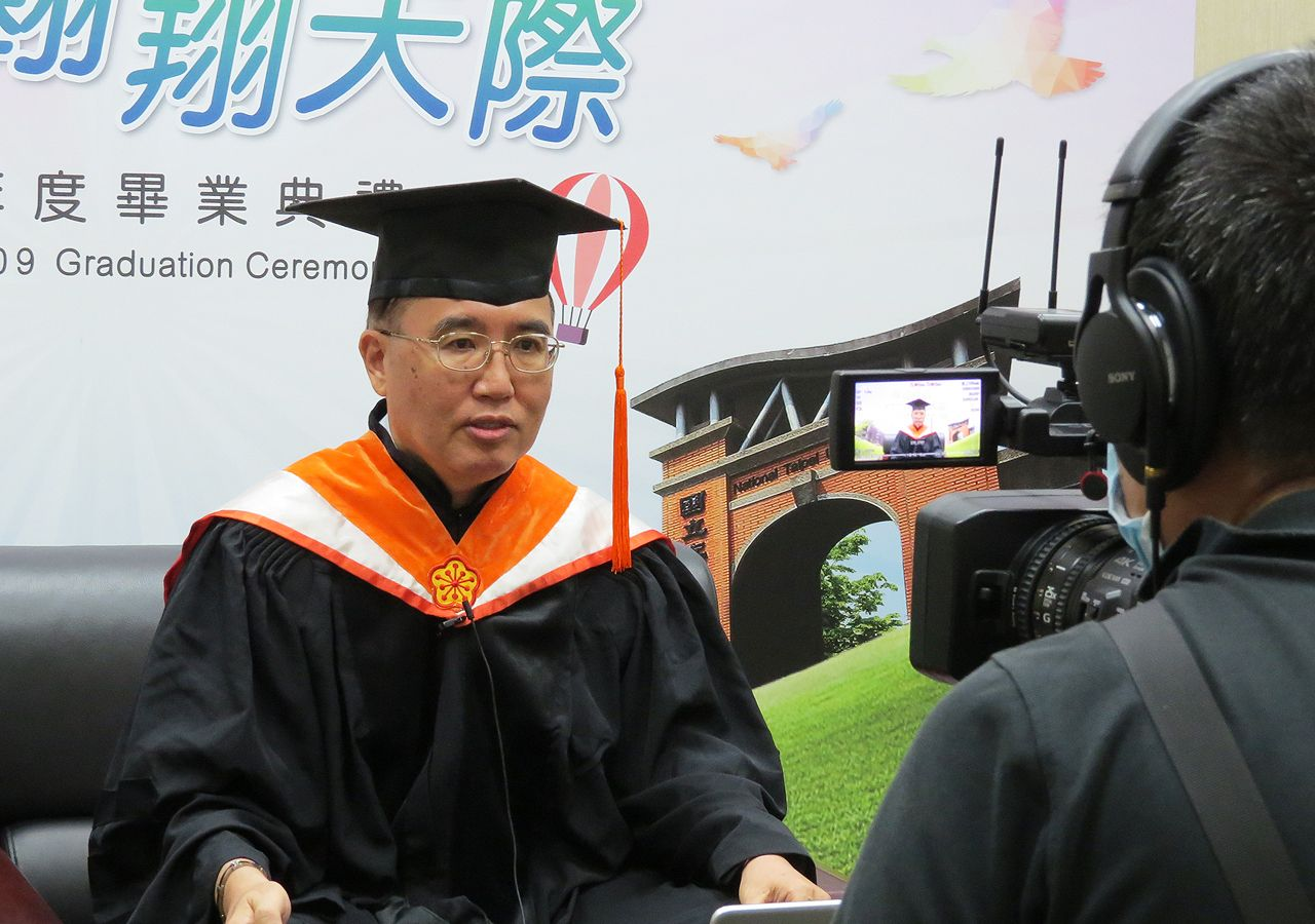 Dean of College of Electrical Engineering and Computer Science Chuang Tung-yin